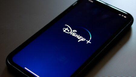 Så laddar du ner filmer Disney+